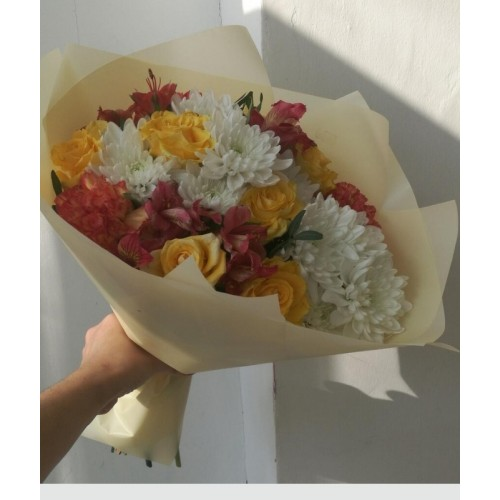 """Букет цветов из альстромерий и хризантем  """"Летний день"""""""