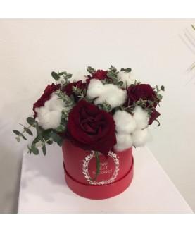 """Цветы в шляпной коробке """"Красный Бархат"""""""